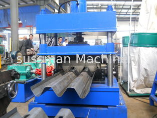 China Chain Drive Guard Rails Roll Forming Machine 2 Sets Of Punching Dies supplier