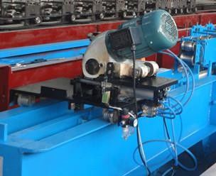 China Gearbox Transmission PU Foam Shutter Door Roll Forming Machines With Saw Cutting factory
