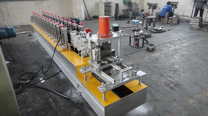 Fully Automatic Shutter Door Roll Forming Machine PLC Controlled Chain Transmission