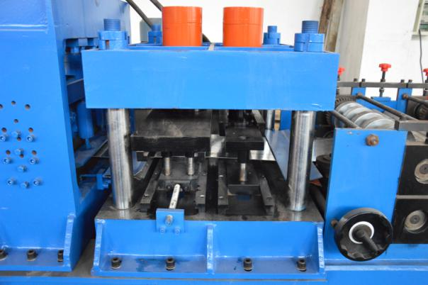 Automatic Adjustment CZ Purlin Roll Forming Machine With Hole , Chain Drive Pre Cutting