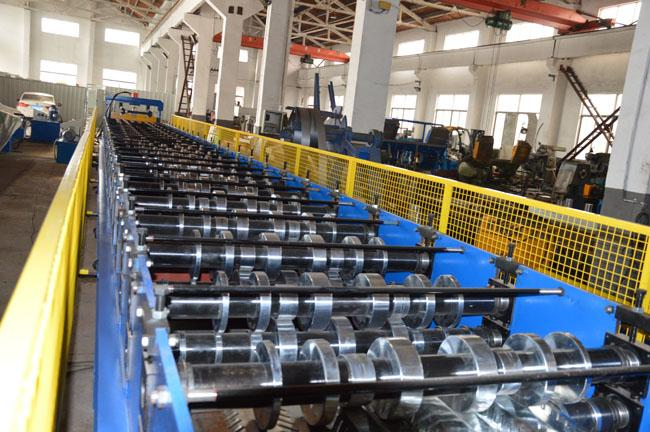 about 8ton Roll Forming Equipment For Floor Decking Panel 7.5KW 380V 50Hz