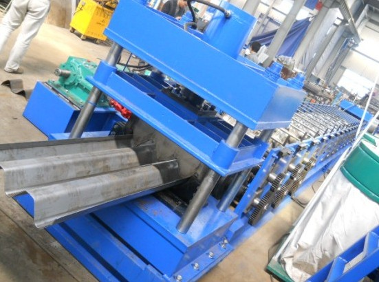 15M/min 25mm Galvanized Steel Guardrail Roll Forming Machine 380V 7.5Kw Hydraulic Color Customized